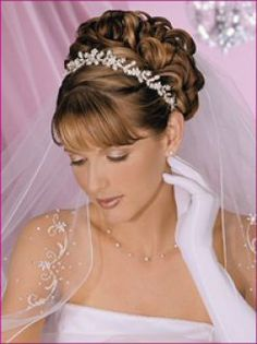 lovely hair style for a bride