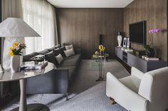 Madeira reveste e aquece casa paulistana - Casa Vogue | Apartamentos