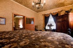 Fredericksburg Texas Bed and Breakfast, your Luxury TX Hill County B&B at Absolute Charm Bed and Breakfast Reservation Service - Lincoln Street Inn - Presidential Suite