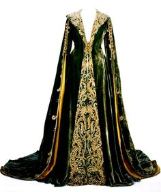 Green velvet dressing gown worn by Vivien Leigh as Scarlett O'Hara in Gone With The Wind, Image courtesy Harry Ransom Center, Austin, TX. Scarlett O'hara, Medieval Fashion, Medieval Clothing, Historical Clothing, Gypsy Clothing, Historical Costume, Medieval Costume, Medieval Dress, Fantasy Gowns