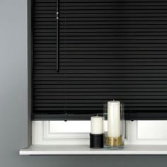 This blackleather look Venetian blinds offers a different take on the popular Venetian blind. The slats of this blind are constructed from ...
