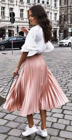 pleated skirt and sneakers outfit pleated skirt and sneakers outfit pleated skirt and sneakers outfit The post pleated skirt and sneakers outfit appeared first on New Ideas. Smart Casual Women Summer, Summer Outfits Women, Spring Outfits, Smart Casual Dress Code Women, Casual Summer, Winter Outfits, Fashion Mode, Modest Fashion, Look Fashion