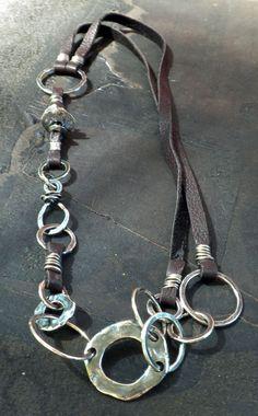 Cuero y plata, collar