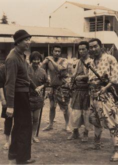 Akira Kurosawa with cast membersKeiko Tsushima, Toshirō Mifune,Isao Kimura, andMinoru Chiaki on the set ofSeven Samurai.