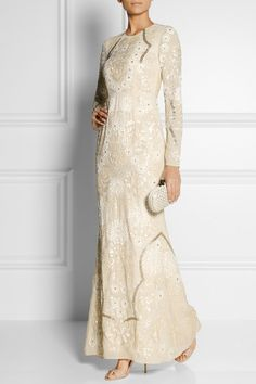 Kjole - NEEDLE & THREAD Embellished crepe gown - 3700 kr. http://www.net-a-porter.com/product/463410/Needle_and_Thread/embellished-crepe-gown