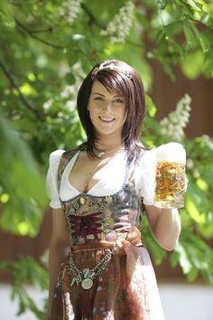 Bayerische Bierkönigin 2012-2013 Barbara Hostmann (Lola Paltinger)