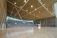 Monconseil Sports Hall is a Luminous Naturally Daylit Gymnasium in France Gymnasium Architecture, Stadium Architecture, University Architecture, School Architecture, Architecture Photo, Dezeen Architecture, Modern Architecture, Hall Design, Roof Design