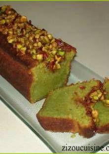 Cake à la pistache 250g de beurre ramolli 225g de sucre en poudre Le zeste râpé d'1 citron 2c. à soupe d'eau de rose 4 oeufs 100g d'amandes en poudre 100g de pistaches en poudre 50g de farine 1c. à café de levure chimique 1 pincée de sel pour le nappage 50g de pistaches hachées 50g de sucre en poudre le zeste râpé et le jus d'un citron