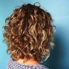 Beautiful curly layered haircut style ideas 72