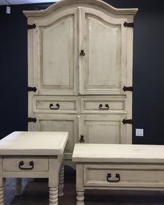 A wonderful rustic finish created with Chalk Paint™ by Annie Sloan.  Layers of Old White over Old Ochre with lots of distressing and Clear and Dark Wax.  The Painted Bench Inc.