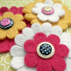 felt - button - flower brooch