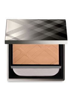 Burberry Fresh Glow Compact Foundation Light Honey No. Compact Foundation, Glow Foundation, Burberry Makeup, Lavender Extract, Luxury Cosmetics, Even Out Skin Tone, Nude Makeup, Finishing Powder, Make Up Collection