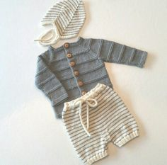 Baby-necessities made for the darling and her babyboy a while back. Baby Boy Knitting Patterns, Knitting For Kids, Baby Patterns, Knit Patterns, Baby Barn, Knitted Baby Cardigan, Baby Necessities, Crochet Bebe, Baby Needs
