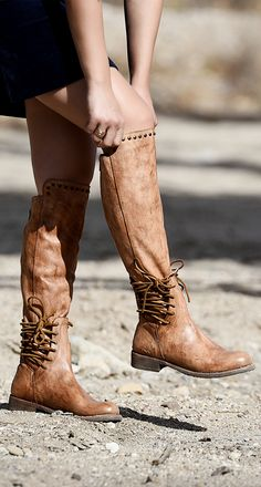 Walk the line in fierce new style, LOXLEY. A sizzling tall boot with plenty of edgy details including side laces, shaft stud detail. A true knock out pair you won't want to miss. This organic leather BED STU tan boot is hand painted and hand made.