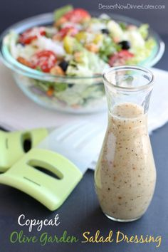 Copycat Olive Garden Salad Dressing - Dessert Now, Dinner Later! This copycat Olive Garden salad dressing recipe is as close as it gets to the real deal, plus there is no high fructose corn syrup, and it tastes amazing! Olive Garden Salad, Olive Garden Recipes, Olive Garden Dressing, Olive Oil Dressing, Taco Bell Sauce, Homemade Dressing, Yummy Food, Tasty, Salad Dressing Recipes