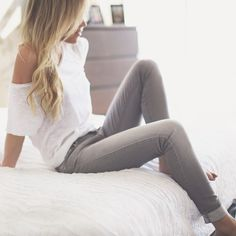 White Slouchy One-Shoulder Tee paired with some Skinny Grey Jeans. Fashion Mode, Look Fashion, Spring Summer Fashion, Autumn Winter Fashion, Mode Outfits, Fashion Outfits, Fasion, Fashion Clothes, Mode Inspiration