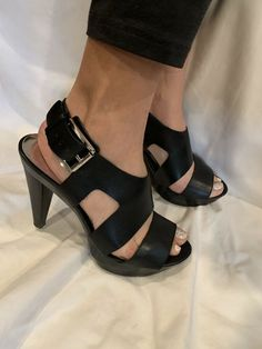 15c7ab5f530 MICHAEL MICHAEL KORS CARLA BLACK LEATHER BUCKLE OPEN TOE PLATFORM HEELS  SIZE 9M