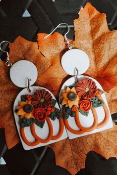 Polymer Clay Halloween, Cute Polymer Clay, Fimo Clay, Polymer Clay Projects, Polymer Clay Creations, Polymer Clay Jewelry, Polymer Clay Tutorials, Diy Clay Earrings, Biscuit