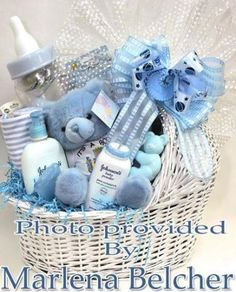 How To Make A Diaper Cake: Make a Diaper Basket for a Unique Baby Gift Baby Boy Gift Baskets, Baby Gift Box, Baby Shower Gift Basket, Baby Hamper, Diy Baby Gifts, Unique Baby Gifts, Newborn Gifts, Baby Shower Gifts, Basket Gift