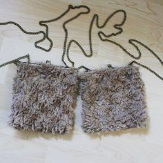 #malas #castanho #pelinho #fofo #personalizar #bags #brown #furry #cute #personalized Boho Shorts, Handmade, Crafts, Instagram, Women, Fashion, Moda, Hand Made, Manualidades