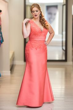 Vestidos plus size 2019 jeans Plus Size Prom, Plus Size Gowns, Curvy Plus Size, Plus Size Wedding, Plus Size Outfits, Inspiration Drawing, Curvy Girl Fashion, Plus Size Fashion For Women, Beautiful Gowns