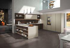 Pendentes Aplomb da marca italiana Foscarini. Seu material é concreto, o casamento perfeito para esta cozinha moderna.