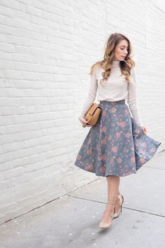 OOTD - Grey Floral Midi Skirt // by LA Petite Noob // Fashion / Style / Skirt / Floral / Outfit /