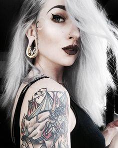 Ask & Embla - Doesn't look gorgeous in the Velda Saddle Hangers? Cheek Piercings, Peircings, Alternative Girls, Alternative Fashion, Alternative Style, Dark Beauty, Gothic Beauty, Plugs, Heavy Metal Girl