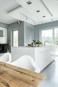 k che in g form mit halbinsel in wei und holz holz pinterest k che und bar. Black Bedroom Furniture Sets. Home Design Ideas
