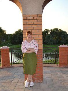 Юбка-карандаш - выкройка № 123 из журнала 10/2018 Burda – выкройки юбок на Burdastyle.ru Skirts, Fashion, Moda, Fashion Styles, Skirt, Fasion, Skirt Outfits, Dresses