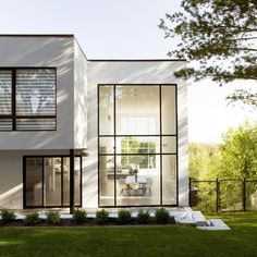 Quebec residence for ice hockey player includes indoor practice rink Design Exterior, Modern Exterior, Villa Design, Loft Design, Small House Design, Modern House Design, Residential Architecture, Architecture Design, Minimalist Architecture