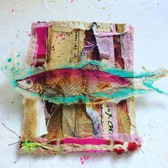 Simplicity is just not my thing. Tea bag art of a different kind. 💞#cre8TEAvity #teabagart #recyclingart #dontthrowitaway #fish #instaart #mixedmedia #mischraart #goldenpaints