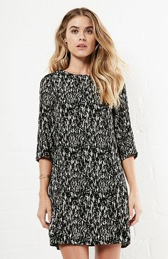 Day Print DRESS in Black S - L | DAILYLOOK