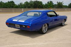 70 chevelle rs ss blue silver. split 5 star brushed wheels.