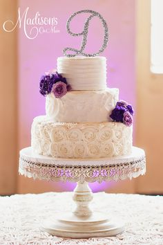 31 Unique and Chic Wedding Cake Designs. To see more: http://www.modwedding.com/2014/10/20/31-unique-chic-wedding-cake-designs/ #wedding #weddings #wedding_cake Featured Wedding Cake: Madison's on Main