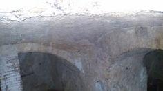 Sotto una botola in un Basso. Napoli