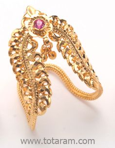 22 karat Gold from India Vanki Designs Jewellery, Indian Gold Jewellery Design, 1 Gram Gold Jewellery, Gold Temple Jewellery, Gold Ring Designs, Gold Bangles Design, Vanki Ring, Chuda Bangles, Gold Jhumka Earrings