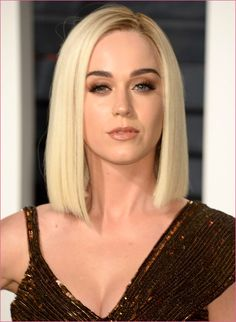 Celebrities at the 2017 Oscar After-Parties Katy Perry with sleek blonde bob hairstyle at 2017 Vanity Fair Oscar After-Party. Blonde Bob Hairstyles, Celebrity Hairstyles, Celebrity Bobs, Pelo Popular, Katy Perry Gallery, Bobs Blondes, Angled Bob Haircuts, Blonder Bob, Trending Hairstyles