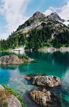 Cream Lake On Vancouver Island°°