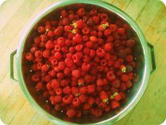 White Chocolate + Raspberry Smoothie Recipe.  YUM> http://superfoodglow.com/taste-tuesday-chocolate-raspberry-smoothie/