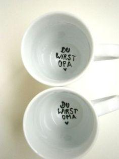 """_*Hoch Die Tassen*_  schlichte, weisse Tasse auf dem Grund der Tasse steht die frohe Botschaft :  *"""" Du wirst Oma """"*   ++++++++++++++ ★ geschütztes Design ★..."""