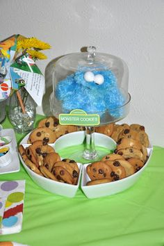 Cookie Monster's Monster Cookies - Super cute decorating idea.