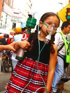 PURIFICACIÒN DE AIRE AIRLIFE te dice. Los efectos de los contaminantes del aire sobre la salud varían dependiendo el tipo de contaminante y la cantidad del mismo y provocan efectos graves en la salud, tales como tos, dolores de garganta, pero hay algunos contaminantes del aire que causan efectos crónicos como son los asbestos.