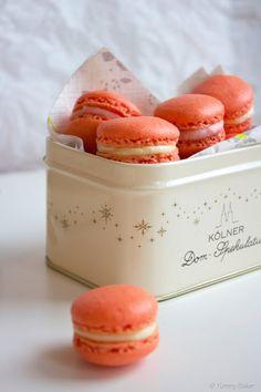 Vaalenpunaiset macaron leivokset // Pink macaroons with raspberry and vanilla filling