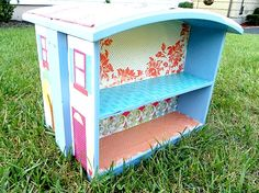 This super cute dollhouse is made from two drawers