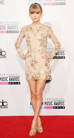Taylor Swift attends the 40th American Music Awards on November 18, 2012 in L.A. -- like how hot is she?