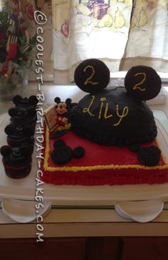 Mickey Mouse Cake and Cupcakes... This website is the Pinterest of birthday cake ideas