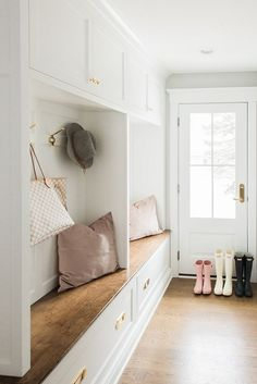 White mudroom lockers with wood stained bench and hardwood floors White mudroom lockers with wood stained bench and hardwood floor – Mudroom Entryway Hallway Ideas Entrance Narrow, Modern Hallway, Hallway Seating, Mudroom Laundry Room, Bench Mudroom, Mud Room Lockers, Home Lockers, Interior Windows, Floor Seating