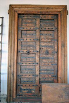 Puerta de madera maciza, solo en anticuable.