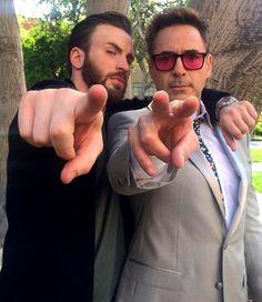 Cap and Tony (Chris Evans and Robert Downey Jr) Marvel Man, Marvel Comics, Man Thing Marvel, Marvel Actors, Steve Rogers, Avengers Cast, Marvel Avengers, Tony Stark, Marvel Universe